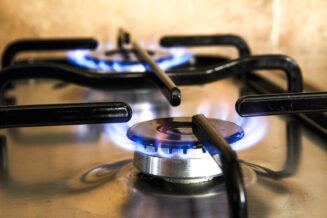Jak wybrać kuchenkę gazową? Co lepsze: kuchenka wolnostojąca, czy do zabudowy?