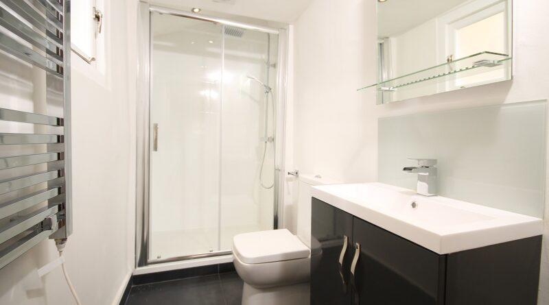 Projektowanie i dekorowanie dobrze urządzonej łazienki