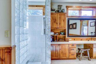 10 dekoracyjnych pomysłów, które sprawiają, że małe łazienki staną się większe