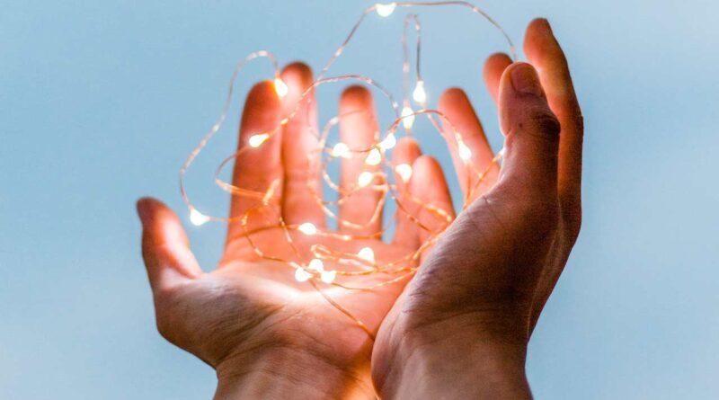 Wymieniamy źródła światła – jak dopasować żarówki do opraw i lamp?