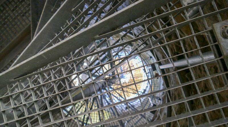 Kraty i blachy jako element nowoczesnego trwałego budynku