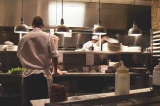 Kuchnia gazowa dla gastronomii - jakie powinny być jej cechy?