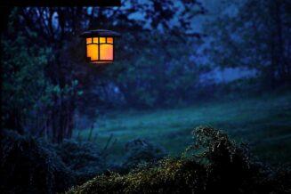 Jak zaprojektować oświetlenie zewnętrzne domu?