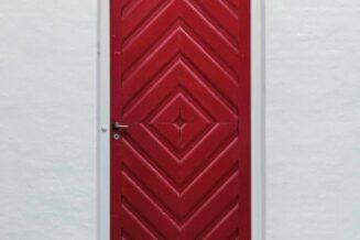 Co znaczą czerwone drzwi wejściowe w Feng Shui