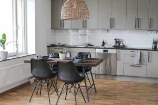 Stół kuchenny — jaki wybrać? Jaki stół do małej kuchni?