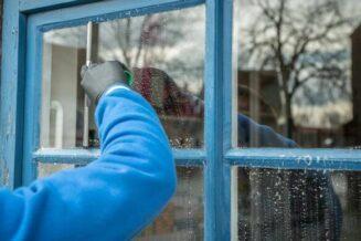 Jak myć okna tak żeby nie było smóg?