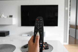 Designerski telewizor do salonu - 5 cech, które musi mieć!
