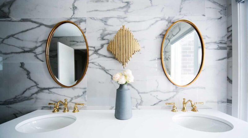 lustra i umywalka